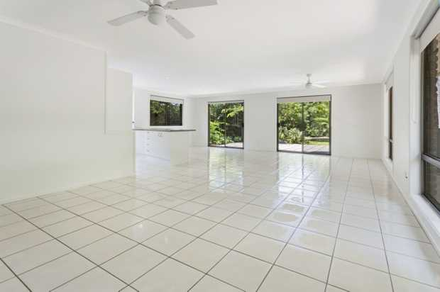 **AVAILABLE 24TH OF JULY**   Located only a 10-minute drive from Coolum and Maroochydore, this...