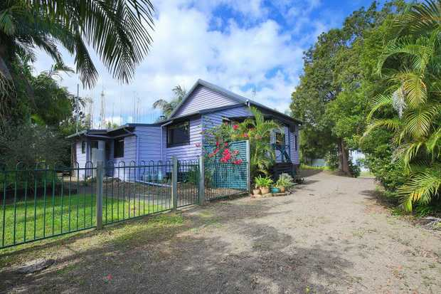 Set blissfully in the heart of gorgeous Mapleton, only moments to transport, parks, cafes, shops and...