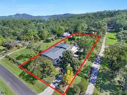 Situated in a quiet area on the Northern edge of Landsborough,this sensational property nestled on 3...