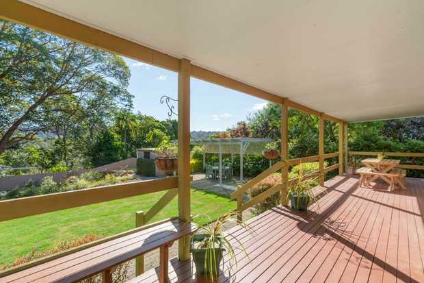 Priced for an immediate sale!!!  Sellers committed elsewhere.  Nestled in a quite cul-de-sac of...