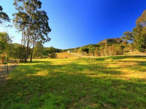 ... acreage ... safe ... majestic ... parkland ... birdlife ... meandering ... picturesque ... location...
