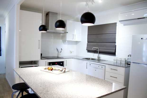 This inner city unit is simply stylish, stunning and fresh!! Conveniently located only minutes from...