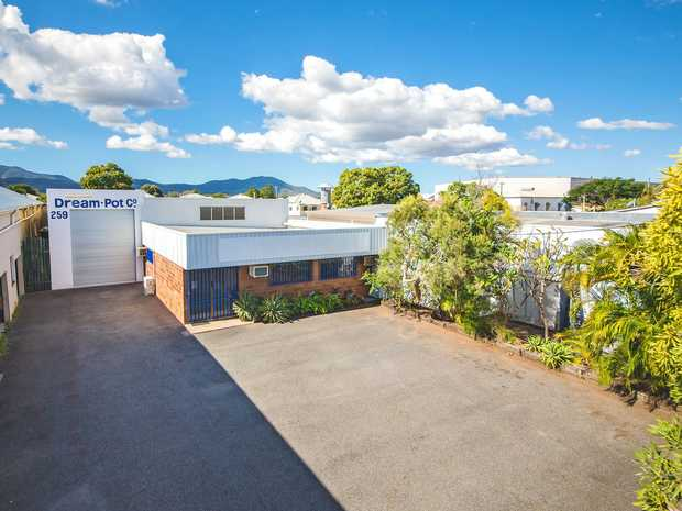 Showroom / Warehouse / Workshop   Ideally situated and located on the CBD fringe is where you'll find...