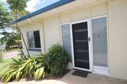 The duplex comprises of 3 bedrooms with ceiling fans, robes and carpets. The living area is open pl...
