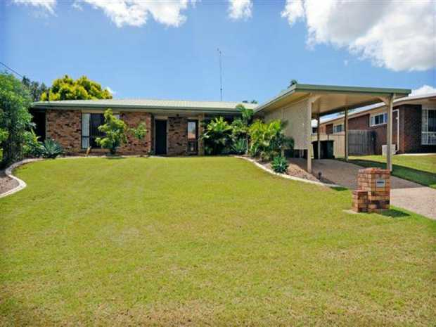 SPACIOUS FAMILY HOME IN TOP QUALITY LOCATION This is a great family home located in a top quality...