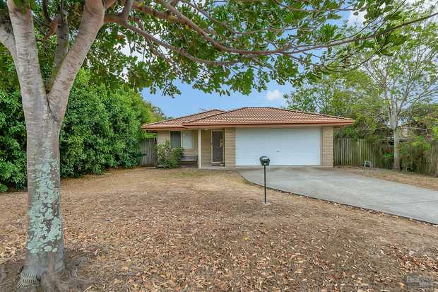With a big 794m2 block size and long term tenants in place, this neat and tidy home in sought after...