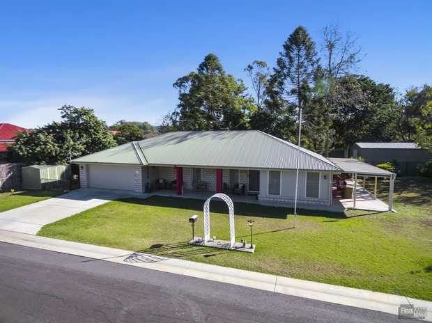 What a beautifully presented and neat property this is! Well maintained home which is positioned on an...