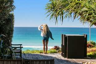 ABSOLUTE BEACHFRONT BYRON BAY Imagine living in paradise where every day is a screen saver! Designed...