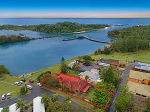 One of the best river front positions in Brunswick Heads fronting the reserve and over- looking the...