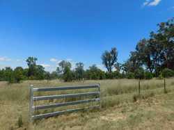 L509  Located just 5 mins North West of the city centre this 20 acre lifestyle is waiting for you. T...