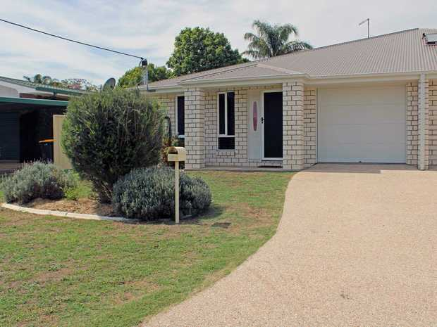 Sitting on a 440 sqm allotment in a popular residential area. Located approx 3 km from the CBD and...