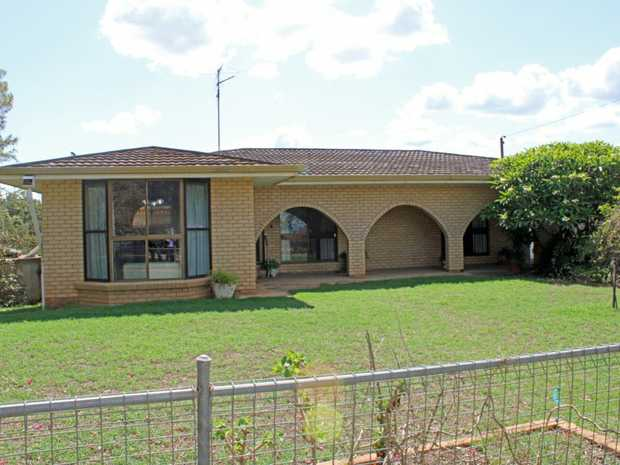 A well established lifestyle property situated on 7.90 hectares offering lovely views to the North...