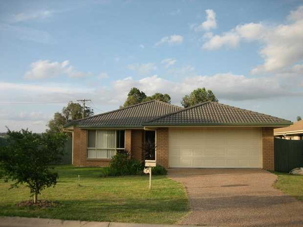 RENTAL - Available 28/04/2020 ... 1 Lomandra Court ... $335 per week ...  4 bedroom brick and tile home...
