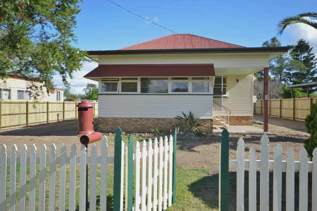 RENTAL - Available NOW ... 8 Pratten Street ... $300 per week ...  Freshly renovated, is a 1920's...