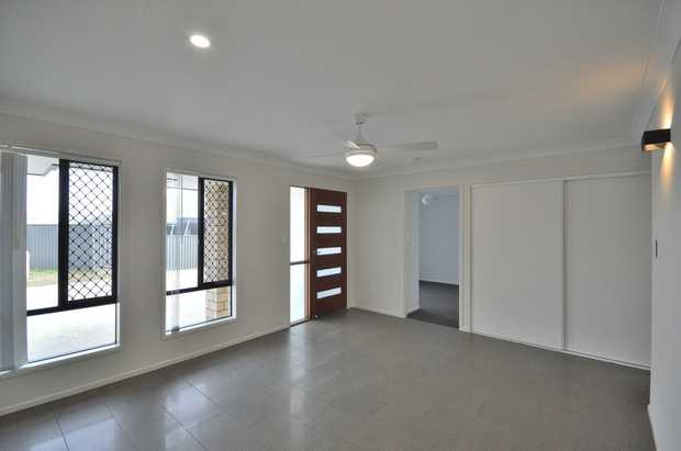 RENTAL - Available 28/04/2020 ... 2/13 Natalia Court ... $350 per week Built to a high standard in...