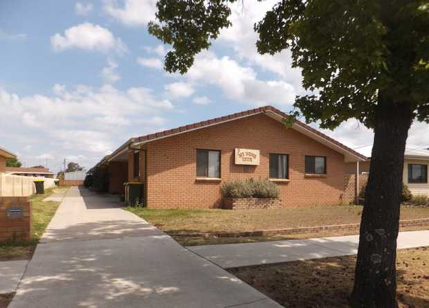 RENTAL - Available now ... 2/ 65 Guy Street ... $250 per week ......  Tidy air conditioned Brick 2...