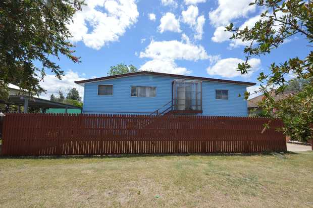 Investors this is a great return with long term tenants paying $300 per week. Plenty of space for...