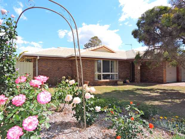 This very spacious brick and tile home situated in a sought after area close to the golf course with...