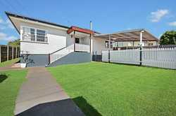 Located in a favourable area of Toowoomba is a home that has gone through a full renovation. The cur...