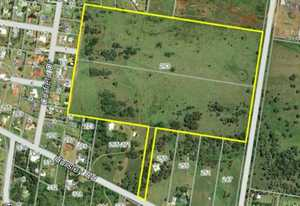 This outstanding parcel of land has been in the same family for many years. Once a stock paddock, this...