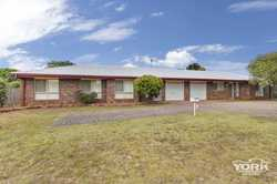 An opportunity awaits you to purchase this lowset brick duplex package located in Kearneys Spring an...