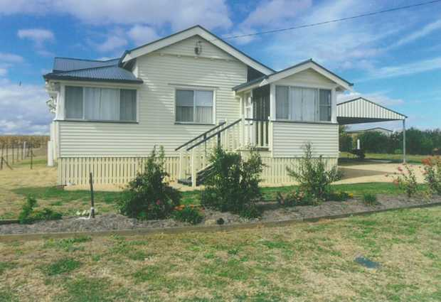 Set in the quiet country town of Clifton where you will find numerous shops for you to peruse &...