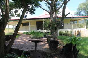 Beautifully Renovated, privately located, 3 bedroom farm house 15 minutes from Kyogle  * 3 good siz...