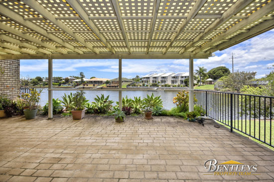 READY TO JUST MOVE IN BEACHSIDE HOME FANTASTIC VALUE New carpets and professionally painted throughout...