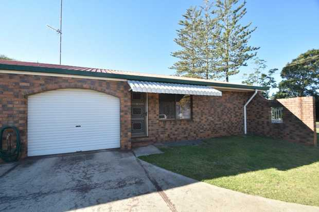 This tidy 2 bedroom unit located in a quiet duplex is situated in Harristown and is ideally situated...