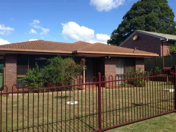 :: Outside pet negotiable.    Packed full of potential, this single storey brick and tile home offer...