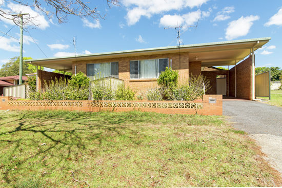 This lowset brick duplex at 152 Perth Street, South Toowoomba is an absolute gem!