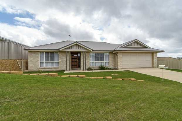This ardenvale built lowset brick home is situated conveniently within walking distance to USQ...