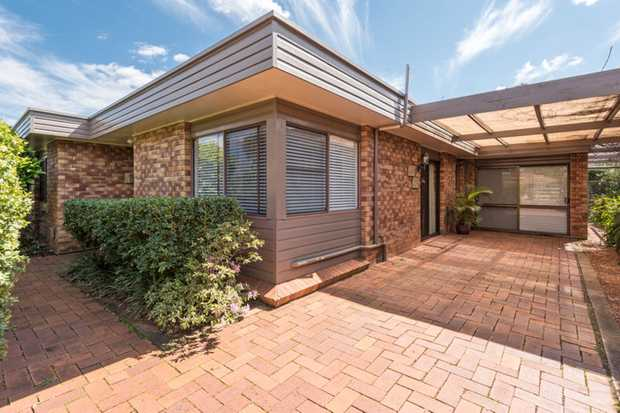 This gorgeous family home is in a great location close to the golf course, Coles and Kmart shopping...