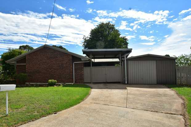 This lowset family brick home located in Wilsonton Heights is situated a short drive to major shoppi...