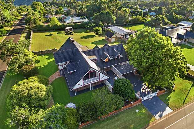-5 built-in bedrooms  -Family bathroom, ensuite & powder room -Tasmanian Oak kitchen complete w...