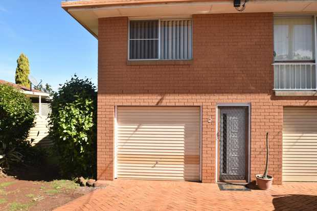 Come and take a look at this highset duplex brick unit situated in a quiet cul-de sac and within a s...