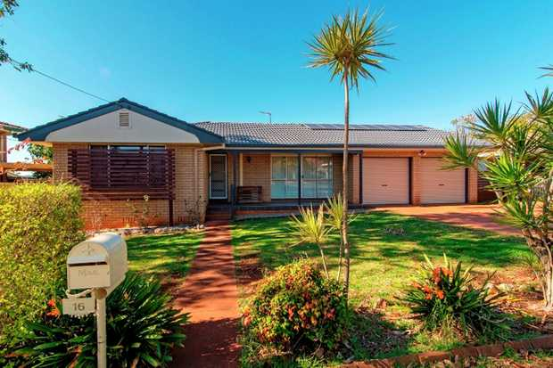This impressive 4 bedroom, lowset family home with large double bay shed is located in Darling Heigh...