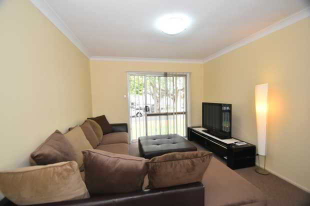 This fully furnished lowset brick unit located in the heart of Toowoomba city is walking distance to...