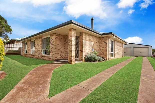 This wonderful lowset, brick family home is located in a quiet cul-de-sac and situated in popular Ke...