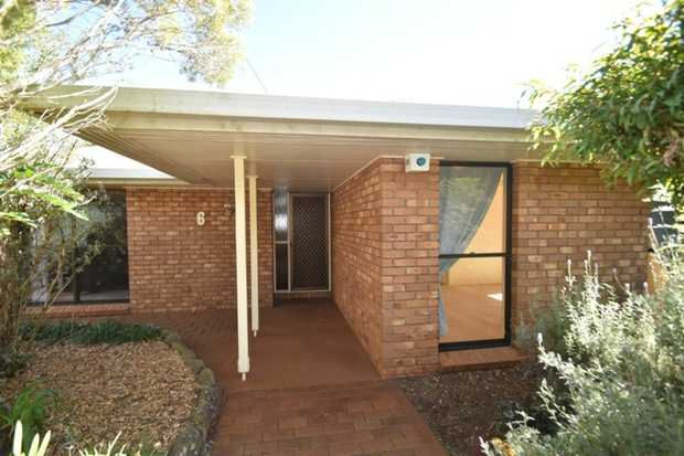 This fantastic 3 bedroom, lowset brick family home is ideally located in Darling Heights and situate...