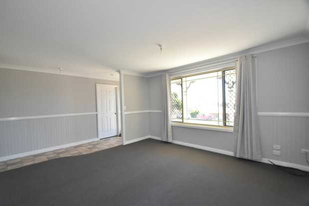 Are you looking for a large home close to the University Of Southern Queensland? Then we have the pe...