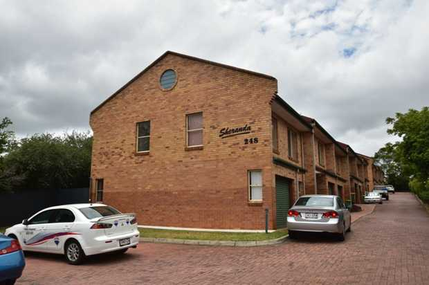 This well presented brick townhouse situated close to Clifford Gardens Shopping Centre, Toowoomba Ba...