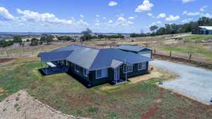 Stunning Family Home on 4016m2 + Views + Shed