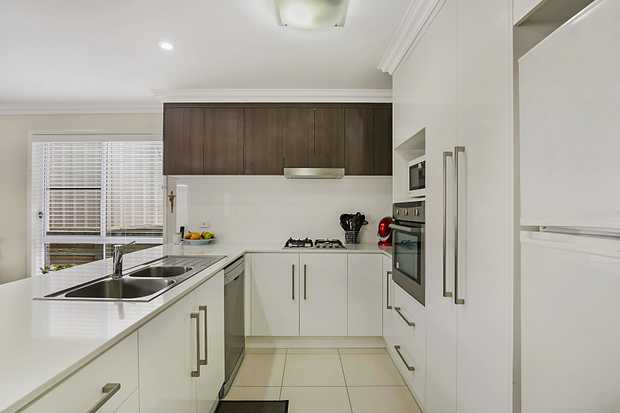 - 3 built-in bedrooms with ceiling fans - Main bathroom plus ensuite - Open plan lounge & dining room...