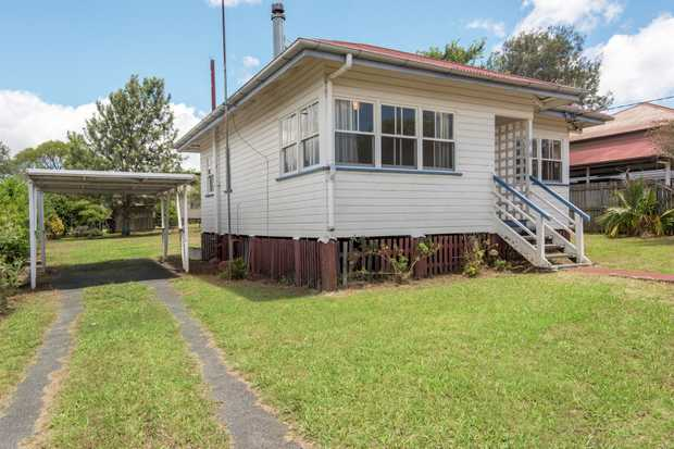 Set on a 630m2 block, close to schools, shops, parks, Toowoomba Hospital and CBD, such a perfect 'st...