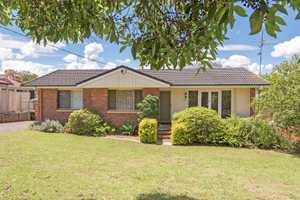 Northern Private Yard, Double Shed & Great Living On 880m2!