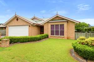 Fantastic Family Living in Centenary Heights!