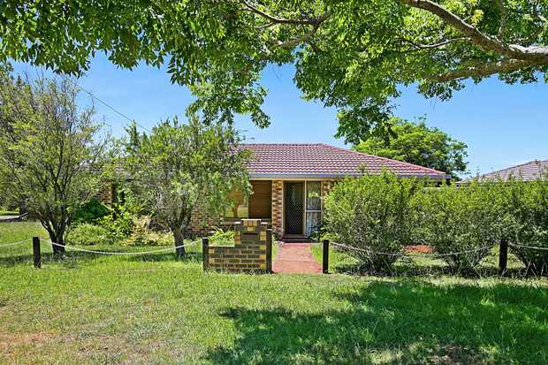 - 3 carpeted bedrooms - Original kitchen with electric cooking - Open lounge and dining area - Ba...