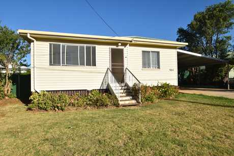 - 4 large carpeted bedrooms  - 2 bathrooms, 2 toilets. - Kitchen with electric stove  - Dining room...