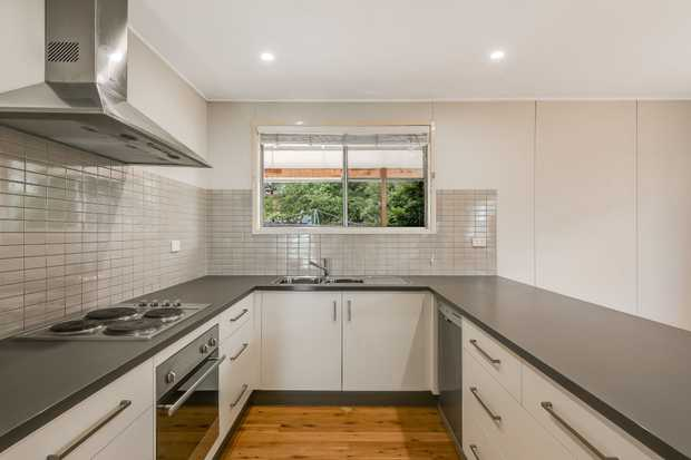 - 3 carpeted bedrooms - Renovated kitchen with electric cooking & dishwasher - Large lounge room plus...